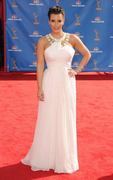 Une magnifique robe de soirée Kim Kardashian an porte aussi quelquefois