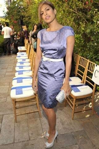 Eva Mendes sensuelle dans une robe de soirée courte Dior