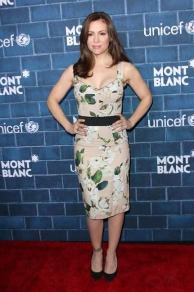 Alyssa choisit une robe de soirée à motifs pour la soirée Mont Blanc