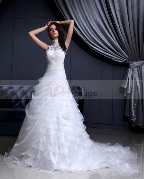 Robe de mariée de noël A-line col montant magnifiquement brodée à traîne large