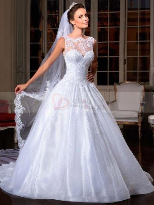 Robe de mariée de noël de princesse surmontée de dentelle fine blanche