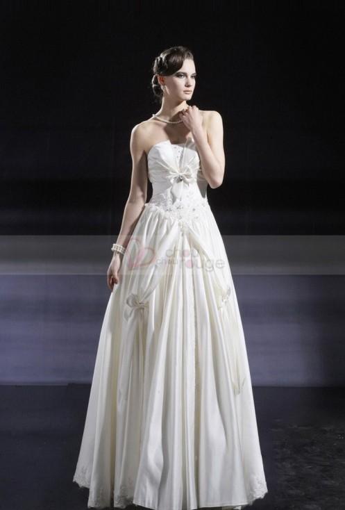 Robe de mariée de noël merveilleuse en satin et dentelle au style sophistiqué