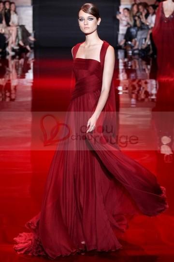 Des robes et des soir es et dieu cr a la robe pour for Robe de noel rouge